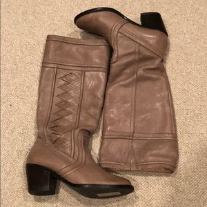 Fossil leather boots. 8